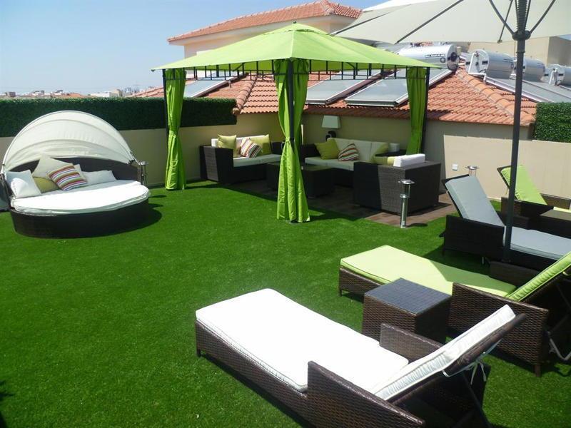 terrasse avec gazon artificiel nos conseils. Black Bedroom Furniture Sets. Home Design Ideas