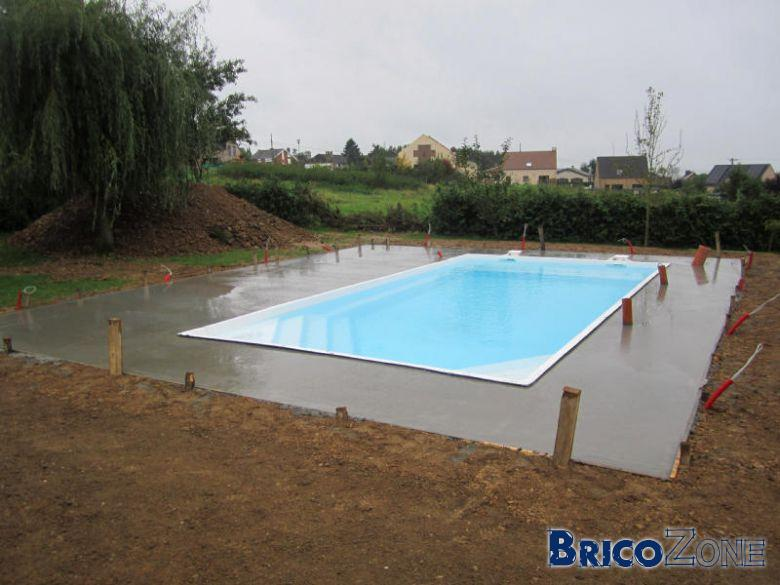 Terrasse beton autour piscine nos conseils for Terrasse piscine beton