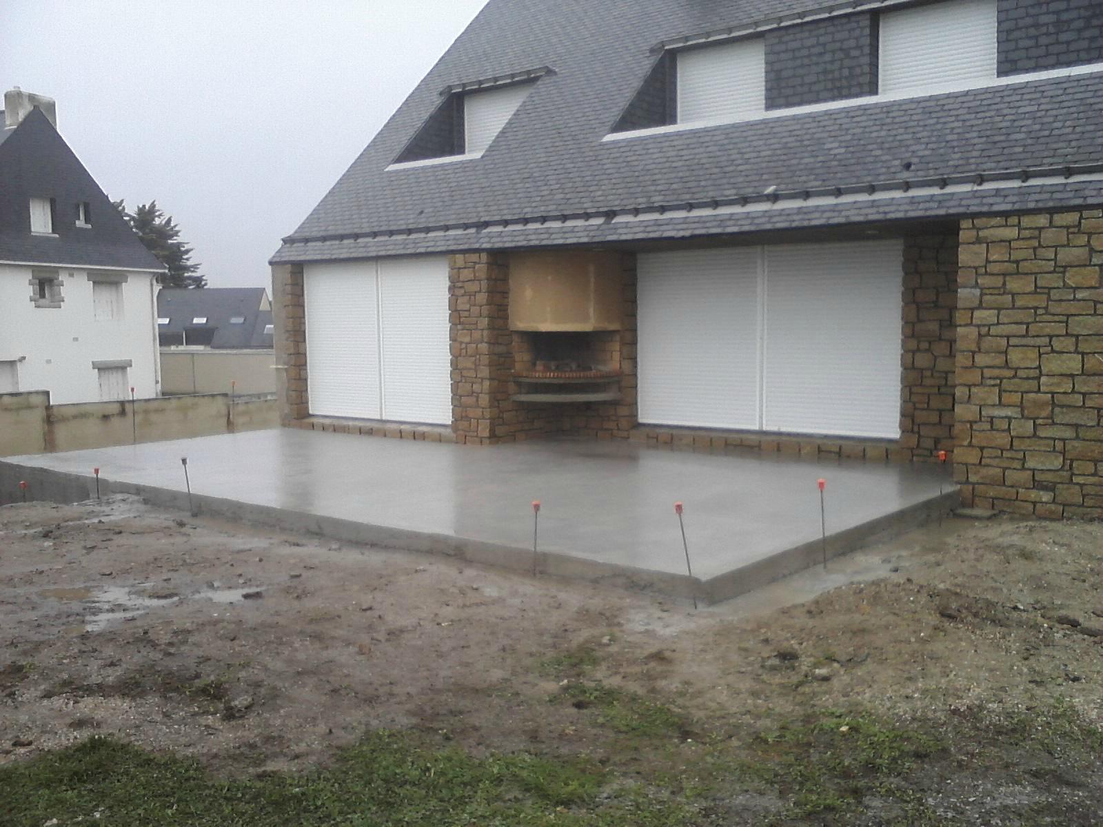 Terrasse beton avec muret nos conseils for Realiser une terrasse en beton