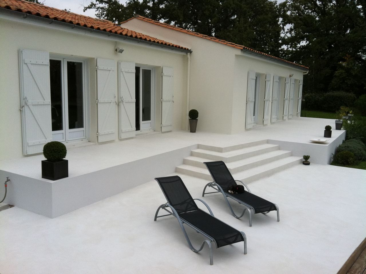 terrasse beton blanc nos conseils. Black Bedroom Furniture Sets. Home Design Ideas