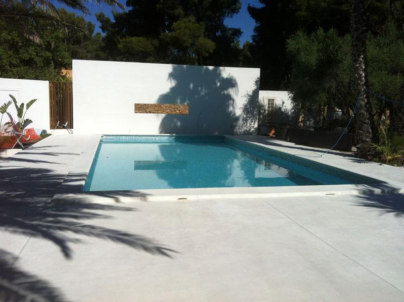 Terrasse beton blanc nos conseils - Autour de la piscine deco toulouse ...