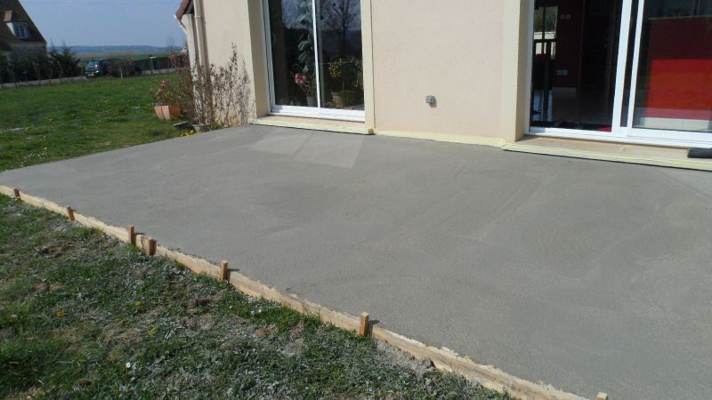 Terrasse beton dalle nos conseils - Poser une terrasse en dalle beton ...