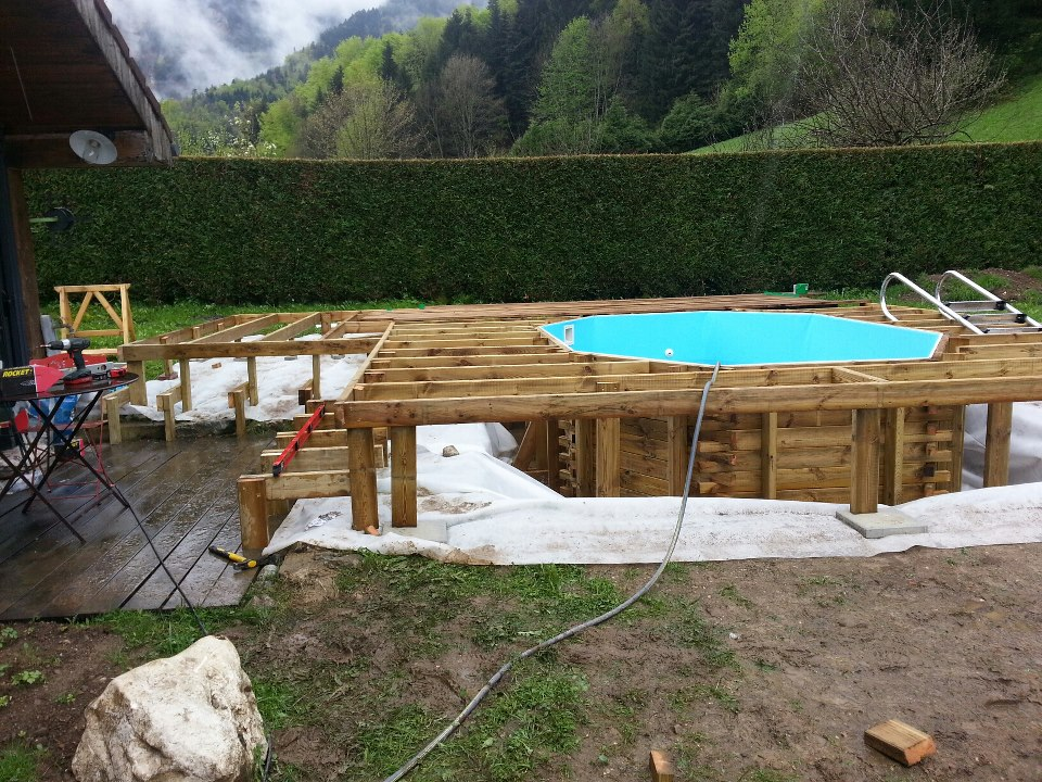 Terrasse bois piscine octogonale diverses for Piscine semi enterree bois hexagonale