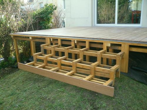Terrasse bois avec escalier nos conseils - Terrasse avec escalier ...