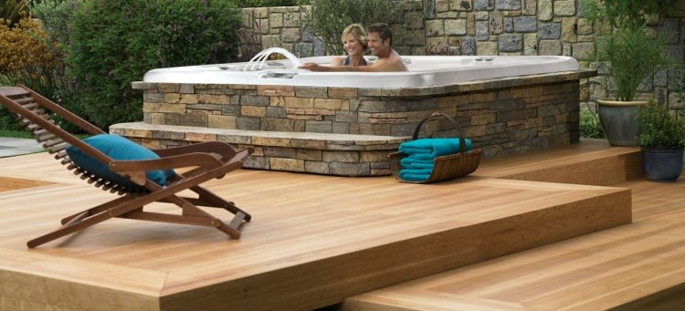 terrasse bois avec jacuzzi nos conseils. Black Bedroom Furniture Sets. Home Design Ideas