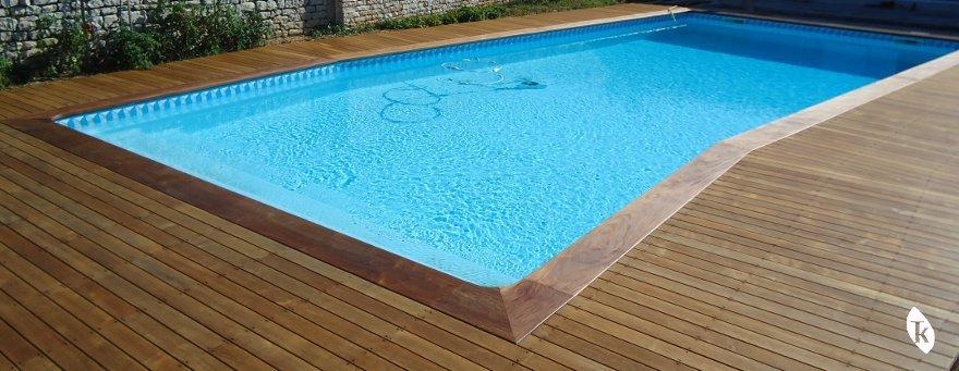 Terrasse bois bord de piscine for Bois exotique piscine