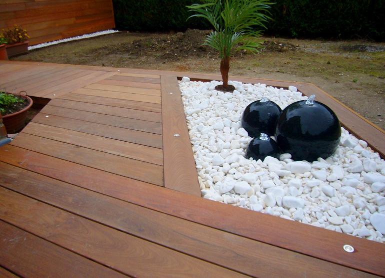 terrasse bois galets blancs nos conseils. Black Bedroom Furniture Sets. Home Design Ideas