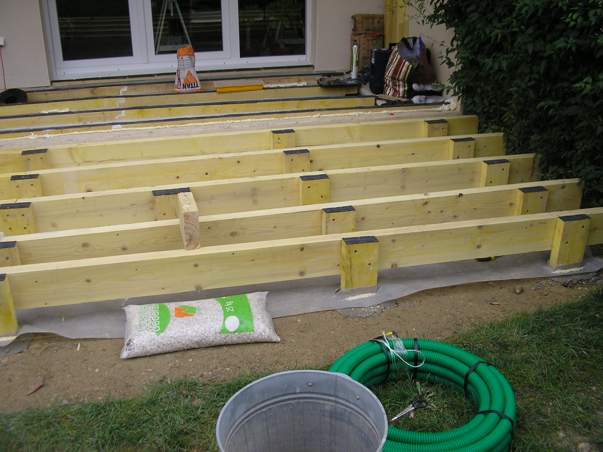terrasse bois kit leroy merlin nos conseils. Black Bedroom Furniture Sets. Home Design Ideas