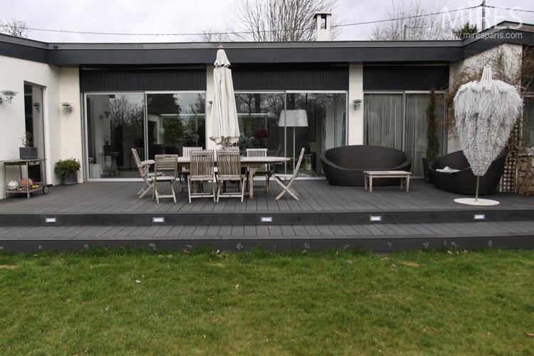 terrasse bois noir nos conseils. Black Bedroom Furniture Sets. Home Design Ideas