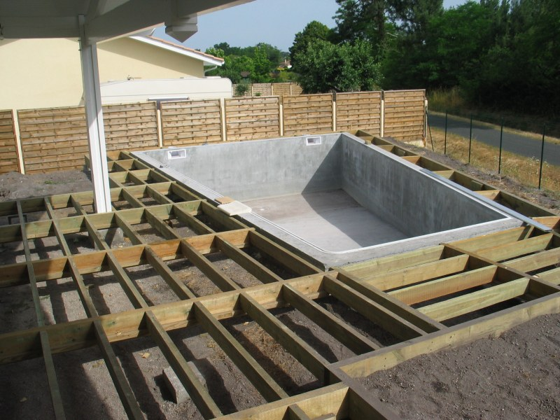 Terrasse bois construction diverses id es for Piscine structure bois