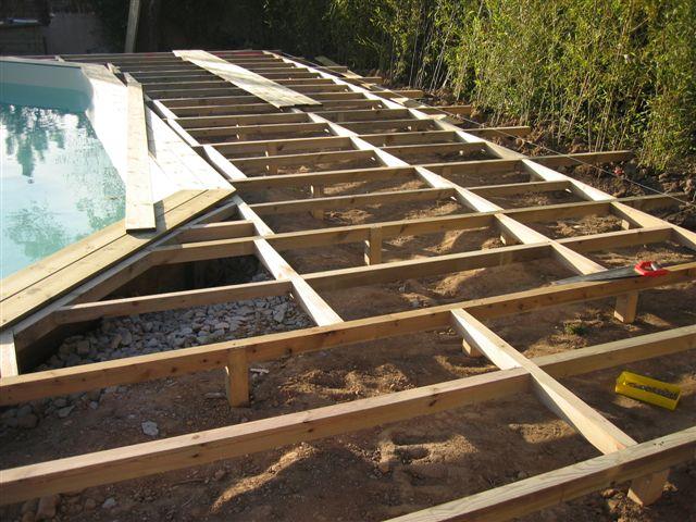 Terrasse bois piscine construction nos conseils for Construction piscine bois