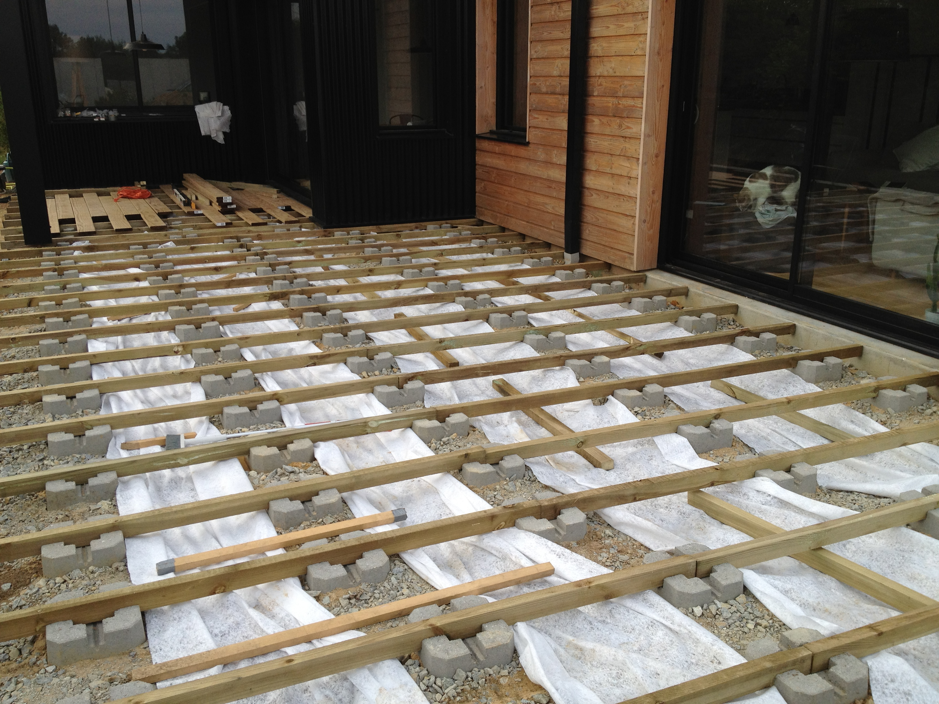 Perfect Terrasse Bois Plots Beton With Montage Terrasse En Bois