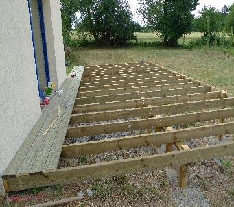 Terrasse bois sur pilotis finistere nos conseils for Fabriquer une terrasse en bois sur pilotis