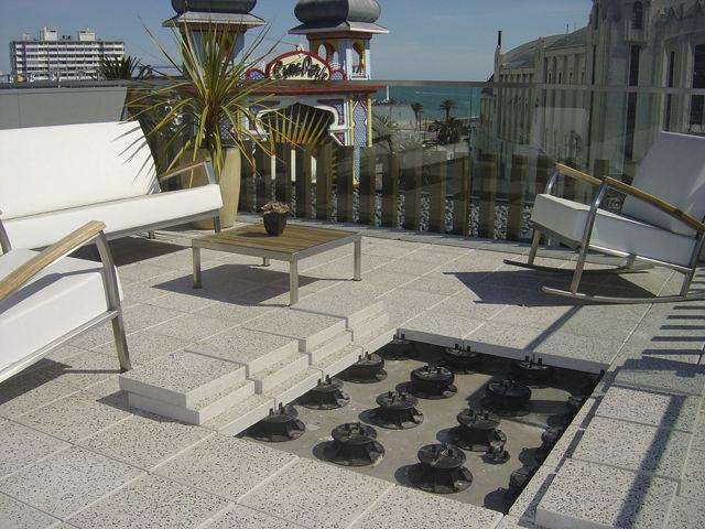 terrasse carrelage sur plots reglables nos conseils. Black Bedroom Furniture Sets. Home Design Ideas