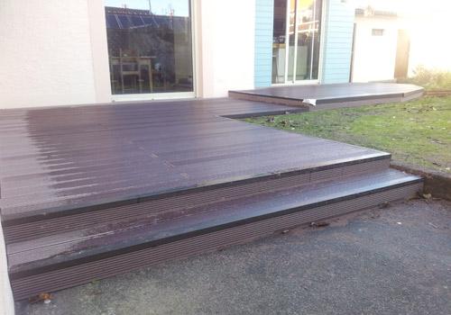 Terrasse composite avec marche nos conseils for Marche terrasse exterieur