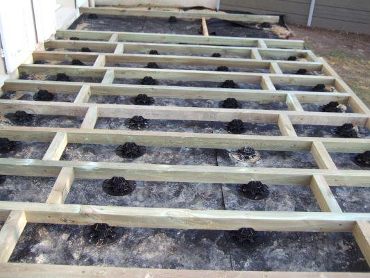 terrasse composite sur gazon nos conseils. Black Bedroom Furniture Sets. Home Design Ideas