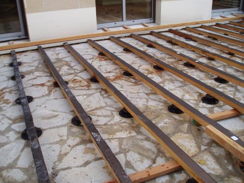 Terrasse composite sur plots pvc nos conseils - Lamelle composite pour terrasse ...
