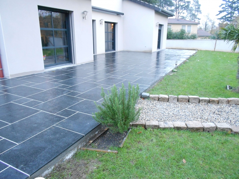 Terrasse en carrelage ou dalle nos conseils for Dalle ceramique exterieur