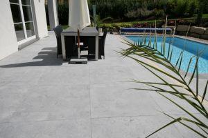 Terrasse granit ou pierre bleue nos conseils for Carrelage exterieur 100x100