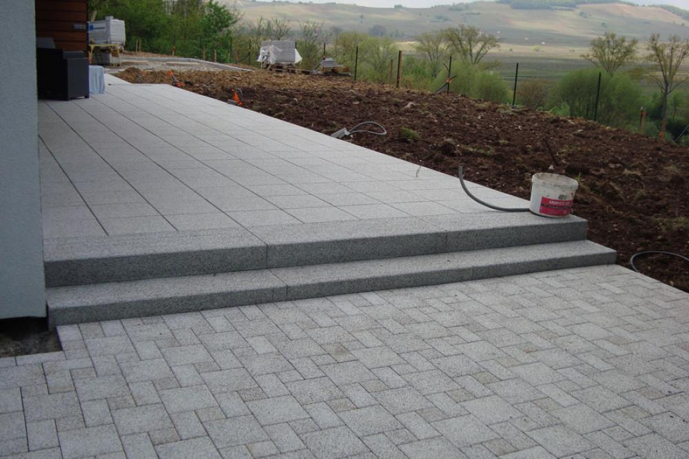 Terrasse dalle beton sur lit de sable for Pose carrelage sur lit de sable