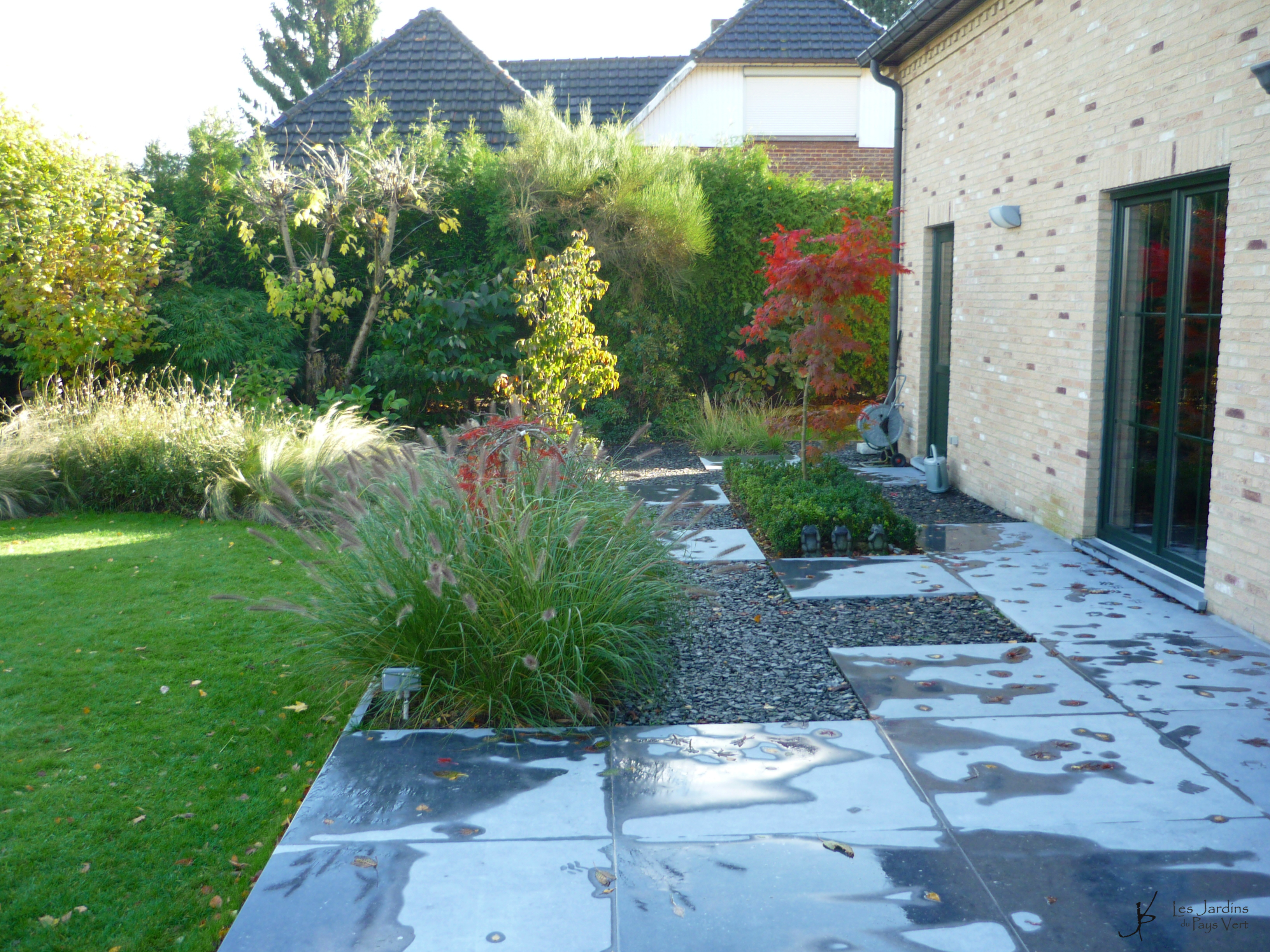 Awesome terrasse jardin en pierre photos awesome for Carrelage pierre bleue prix