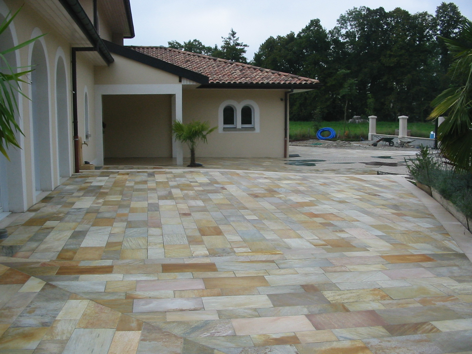 Terrasse pierre quartzite nos conseils for Carrelage quartzite