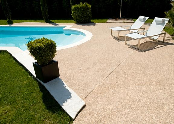 terrasse piscine beton desactive nos conseils. Black Bedroom Furniture Sets. Home Design Ideas