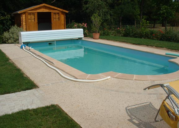 terrasse piscine beton lave nos conseils. Black Bedroom Furniture Sets. Home Design Ideas