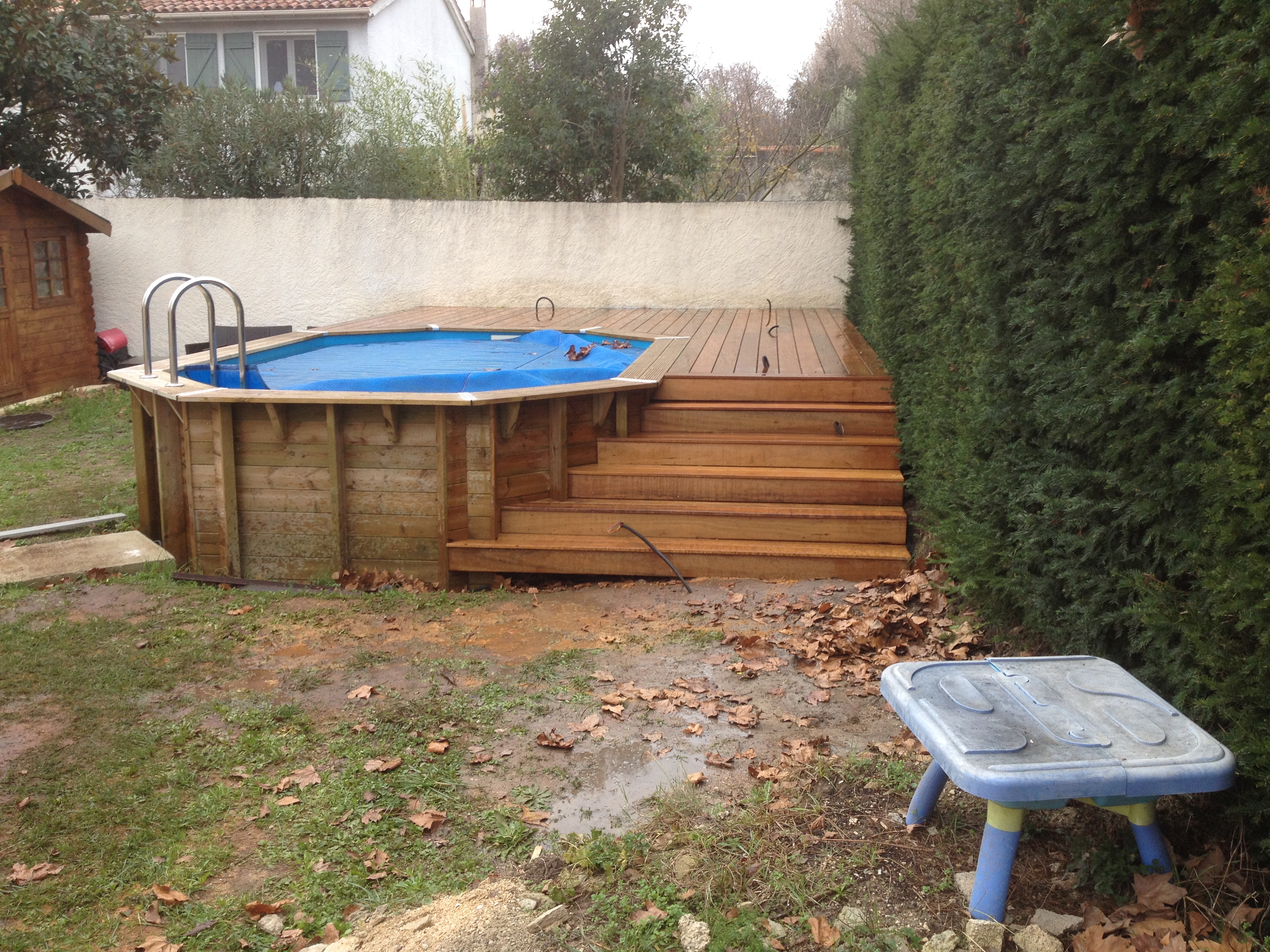 Fabrication terrasse bois piscine hors sol for Piscine en bois a enterrer