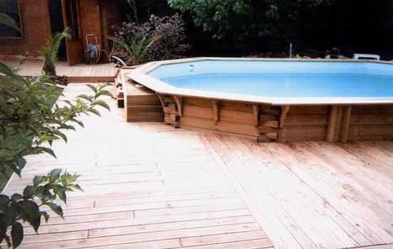 Terrasse piscine bois pin nos conseils for Terrasse teck piscine