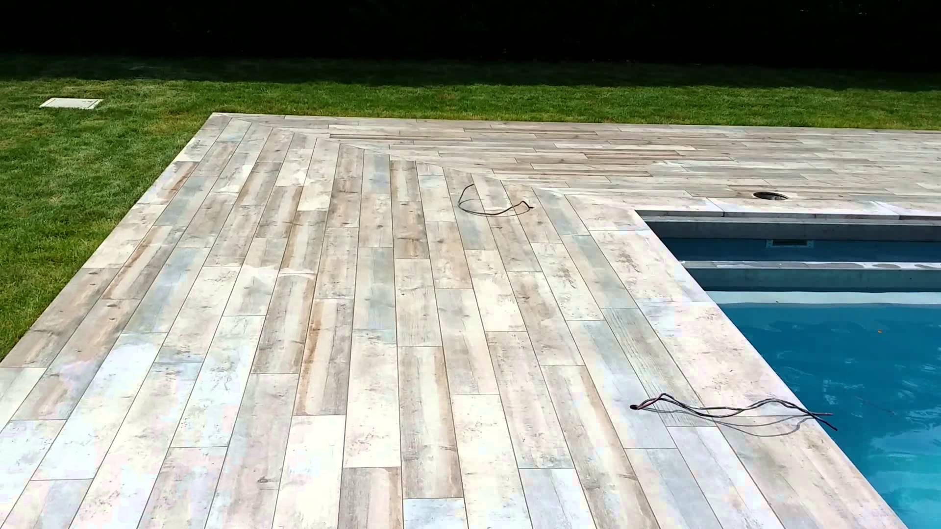 Terrasse piscine imitation bois Nos Conseils # Terrasse Resine Imitation Bois