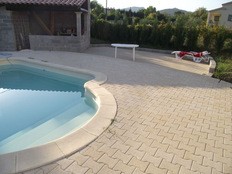 terrasse piscine pave autobloquant nos conseils. Black Bedroom Furniture Sets. Home Design Ideas