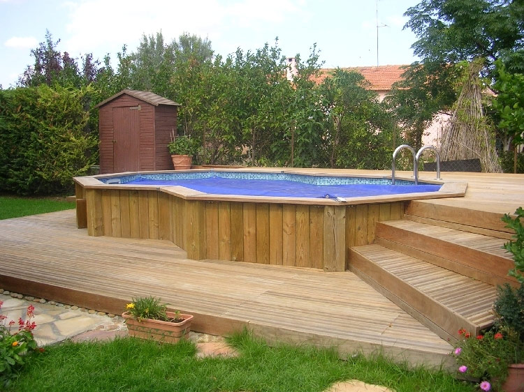 Terrasse bois piscine octogonale for Piscines enterrees