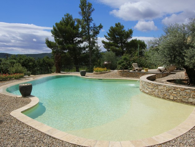 terrasse piscine sur gravier nos conseils. Black Bedroom Furniture Sets. Home Design Ideas