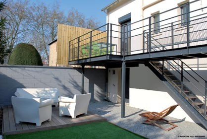 terrasse suspendue aluminium nos conseils. Black Bedroom Furniture Sets. Home Design Ideas