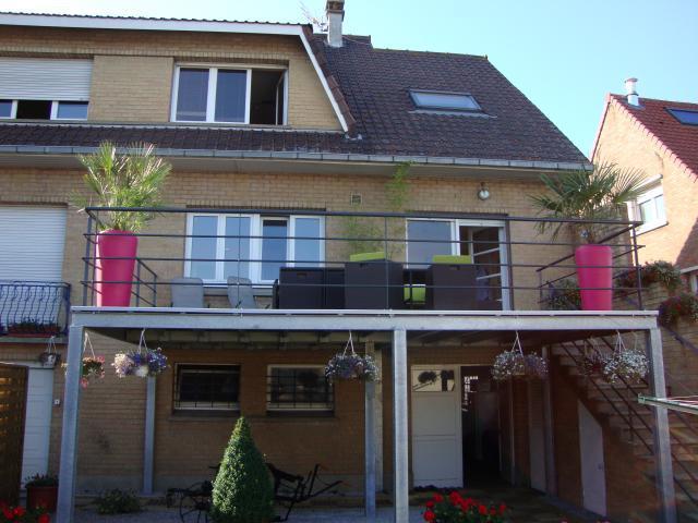 terrasse suspendue en aluminium nos conseils. Black Bedroom Furniture Sets. Home Design Ideas